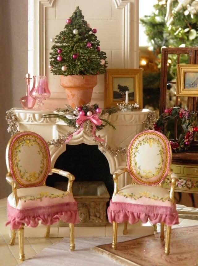 Pink Christmas Dollhouse miniatures