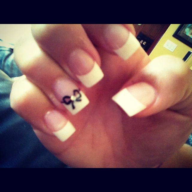 cute french tip nails with bow varnis a ongles pinterest