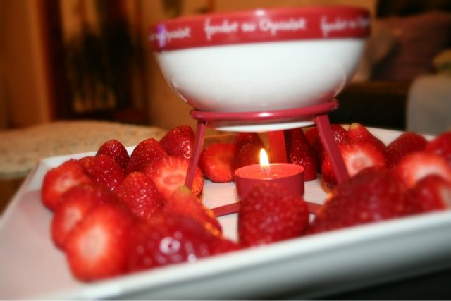 fondue valentine's day | strawberry chocolate fondue delight ...