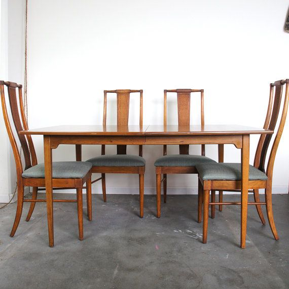 Mid Century Modern Dining Table And Four Chairs By Huntley American