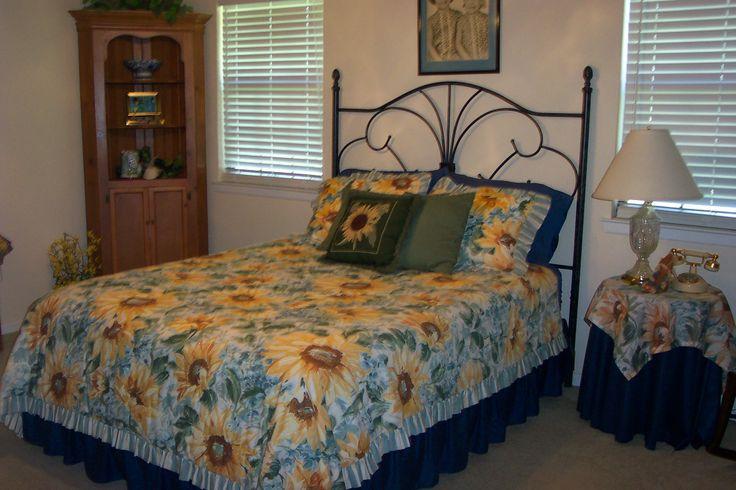 Sunflower guest bedroom treba pinterest for Sunflower bedroom decor