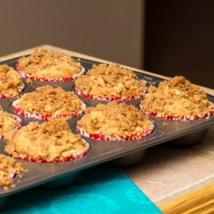 Apple Cinnamon Crumb Muffins HealthyAperture.com