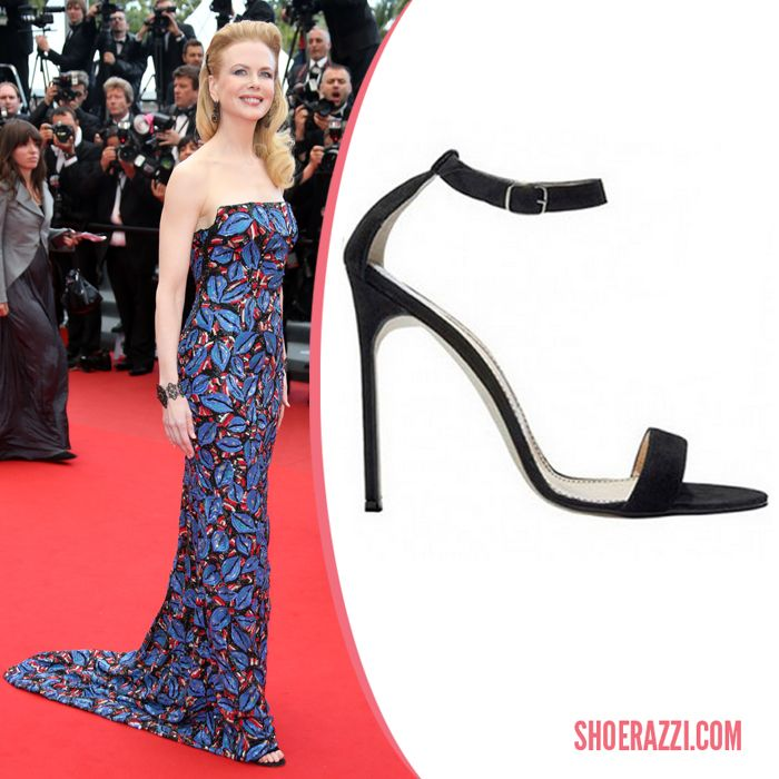 Nicole Kidman in her size 11 shoe on the red carpet looking stunning