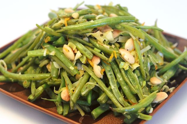 Green beans with toasted hazelnuts
