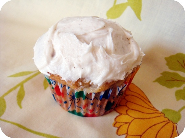 Banana Cupcakes with Honey Cinnamon Frosting... mmmm yes please
