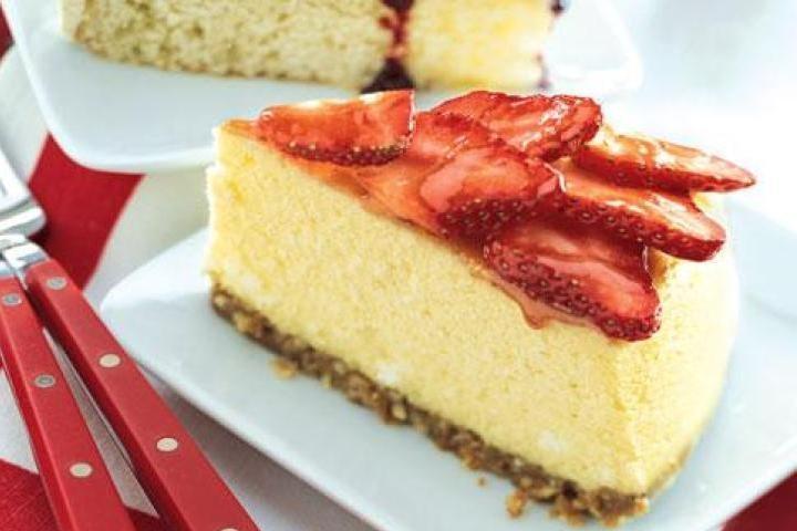 Strawberry-Coconut Cheesecake | Cheesecake | Pinterest