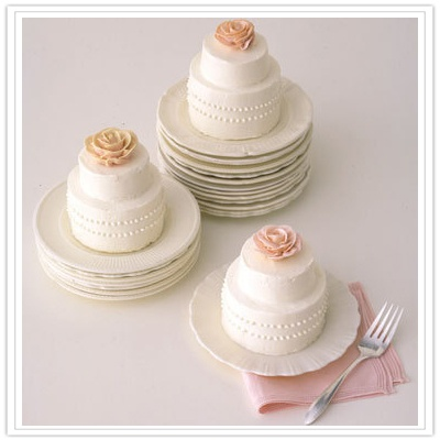 Itty bitty wedding cake for two. | bonbons. | Pinterest