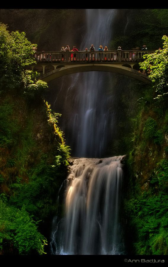 The beautiful Multnomah Falls along the Columbia River Gorge in Oregon, USA.