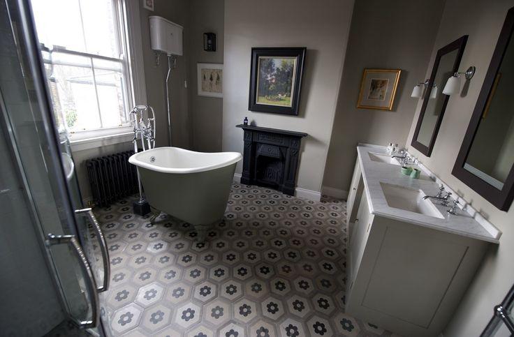 Complete Badkamer Te Koop ~ Cementtegels van www floorz nl in een klassieke badkamer leuk idee