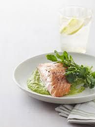 Salmon with pea sauce
