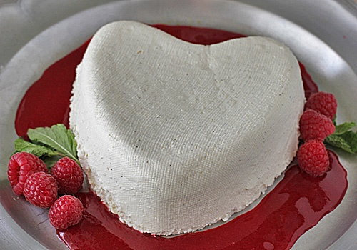 Coeur a la Creme with Raspberry Coulis - uh, yum!