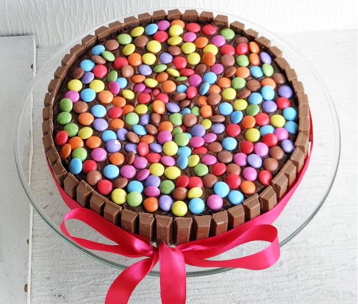 Crème et Cannelle ~ baked with love: Smarties Cake