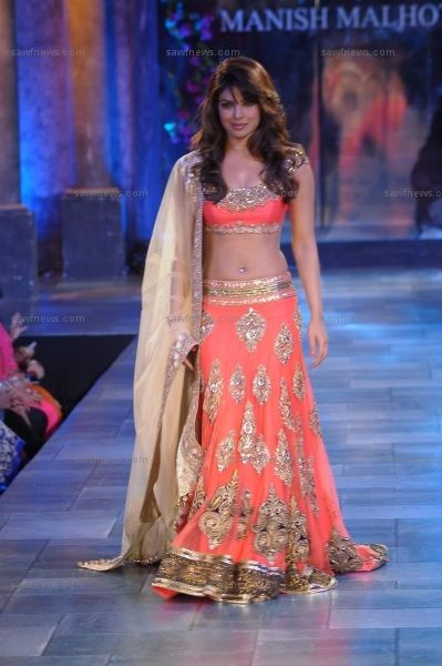 Priyanka Chopra looked excruciatingly sexy in a heavily embellished coral lehenga at star studded 'Mijwan Sonnets in Fabric 2012' fashion show by Manish Malhotra at Hotel Grand Hyatt, Mumbai on Monday, September 3.