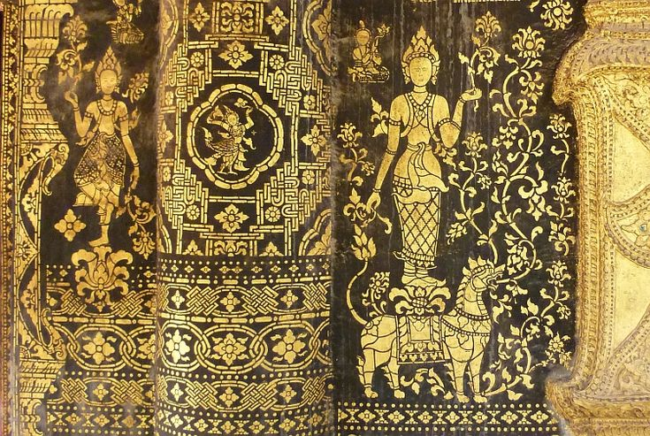 Những tấm phù điêu được chạm khắc cực kỳ tinh xảo ở chùa Xiêng Thoong