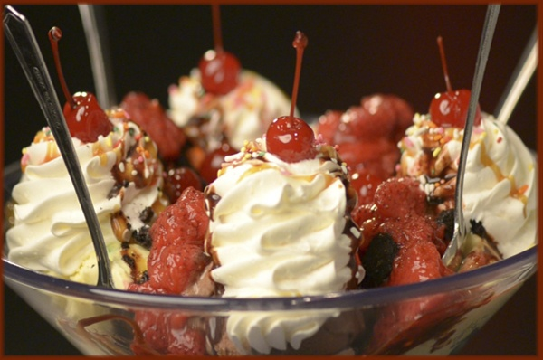 ... Oreo cookie chunks, more ice cream, strawberries and chocolate sauce