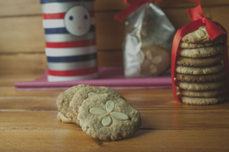 almond and tahini cookies | sobremesas / desserts | Pinterest