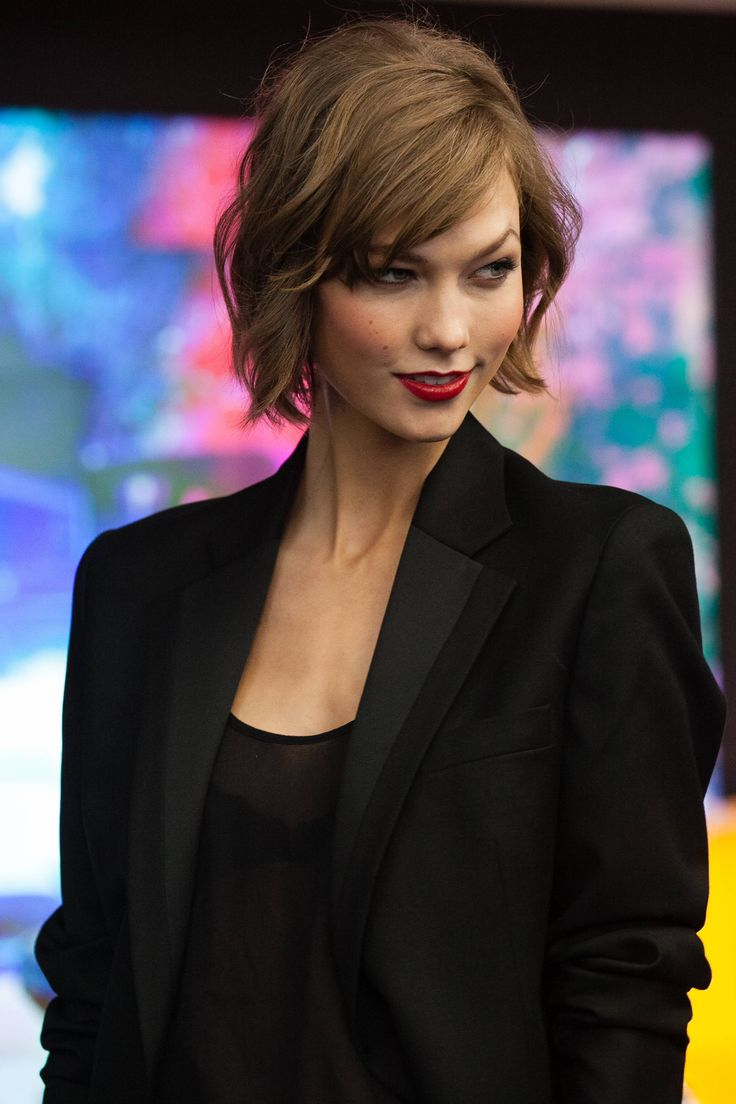 Karlie Kloss Adorable Beach Wave Haircut Short Haircut Short Hair