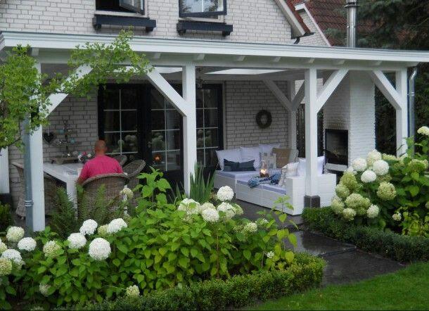 H overkaping mooi aan de buiten muur for Buiten patio model