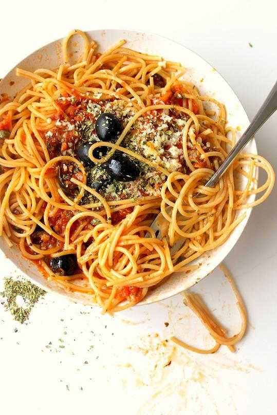 Spaghetti alla Puttanesca, a perfect Italian comfort food. Easy to ...