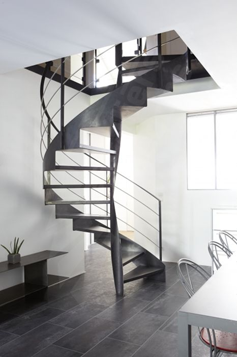 escalier tournant. Black Bedroom Furniture Sets. Home Design Ideas