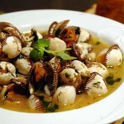 Steamed clams in wine, butter and fresh herbs