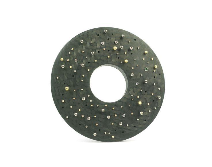 Ezra Satok-Wolman Brooch: Cosmos, 2014 Carbon fibre, 500 palladium, 750 gold, 917 gold, diamonds 5.6 x 5.6 x 0.9 cm Front view