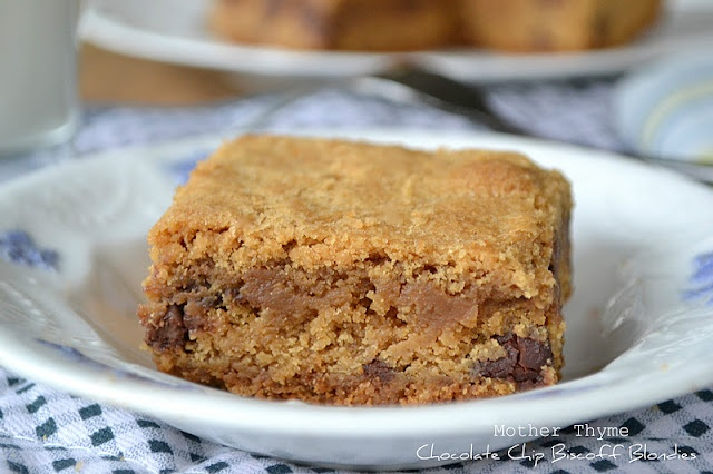 Chocolate Chip Biscoff Blondies! Made with Biscoff spread AND Biscoff ...
