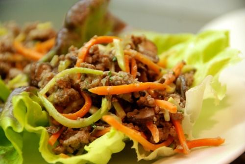 Asian Ground Beef, Mushroom, and Broccoli Slaw Lettuce Cups | Nom Nom ...