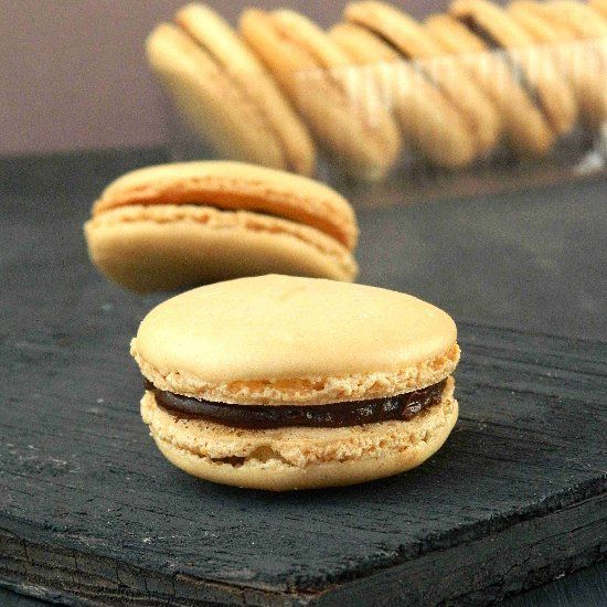 French Macarons with Chocolate Ganache | Delicious | Pinterest