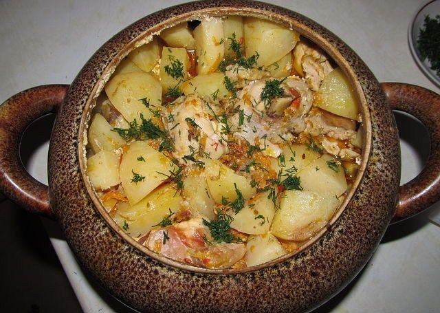 Как приготовить картошку в горшочках с мясом в духовке с