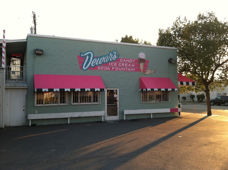 Dewars Ice Cream and candy shop California and Eye Street Bakersfield, CA