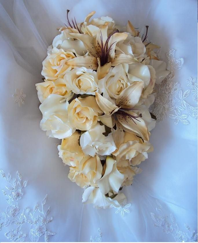 ... Champagne Roses, Real Touch Ivory Calla Lilies and Silk Champagne