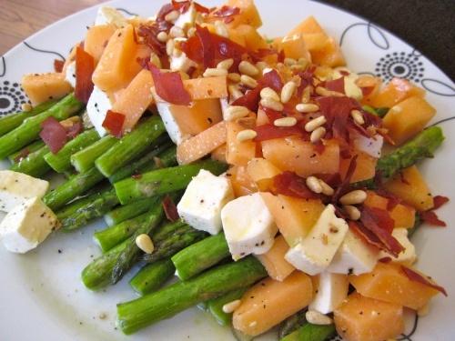 asparagus, melon, and mozzarella salad with crispy prosciutto