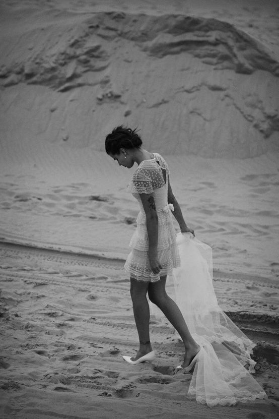 Dream Like Wedding Dresses. Short and simple, perfect for a beach weeding!!