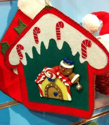 Colgante de Navidad con figura de fimo.   lacassadelarbol@gmail.com