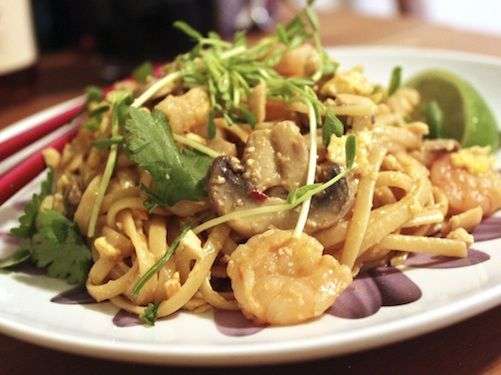 Easy Shrimp Pad Thai (I'm not a fan of short cuts- but this does look ...