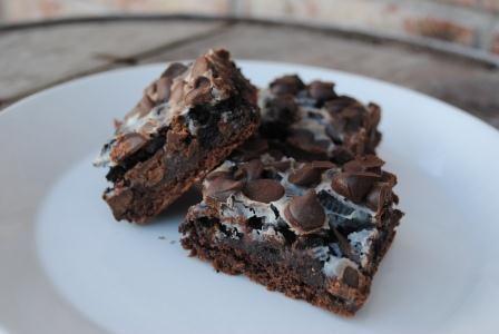 Gooey Cookies And Cream Double Chocolate Cake Bars Recipe — Dishmaps