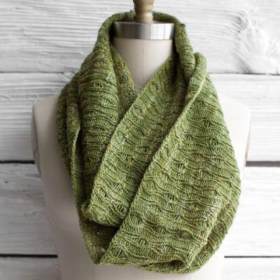 Free Knitted Infinity Scarf Pattern : Free Cowl Knitting Pattern Knitting Pinterest