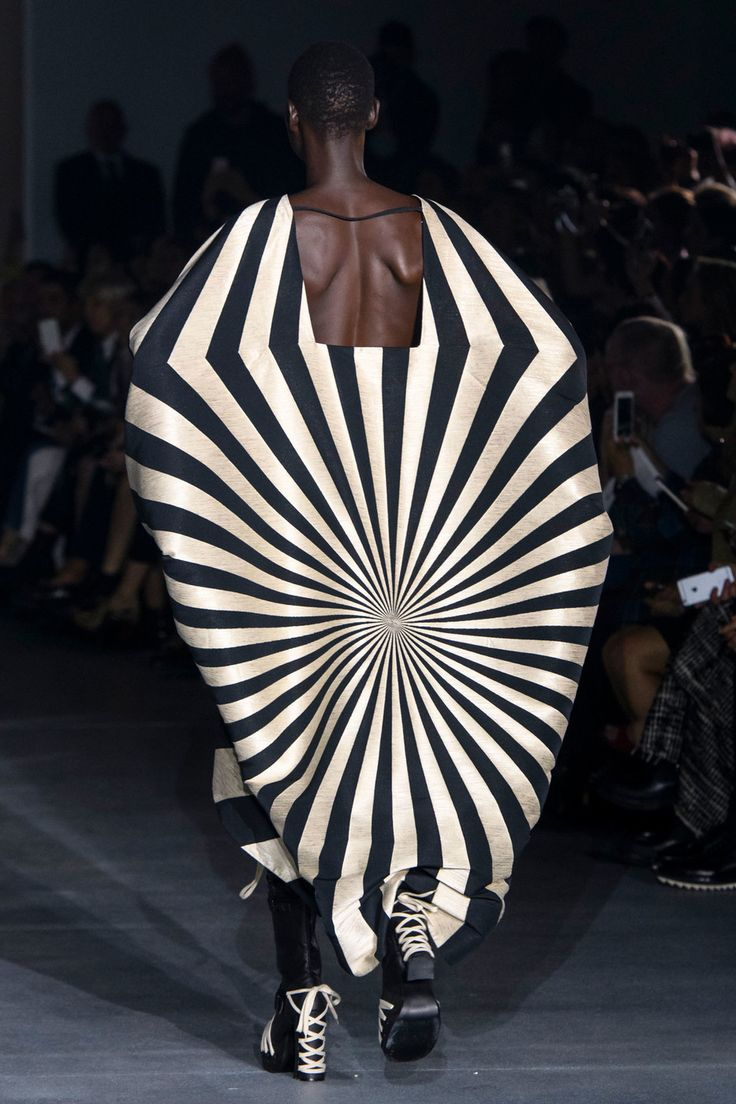 Avant garde in fashion 39
