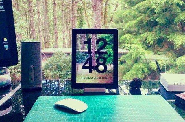 Chameleon iPad app Clock