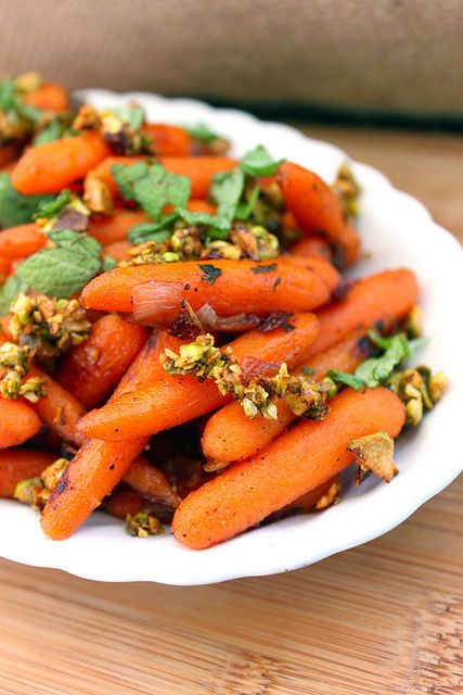 Maple glazed carrots with nuts | mine | Pinterest