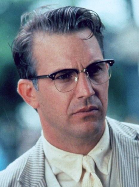 Great Actor (Kevin Costner), Cool Glasses, crap movie... Kevin Costner