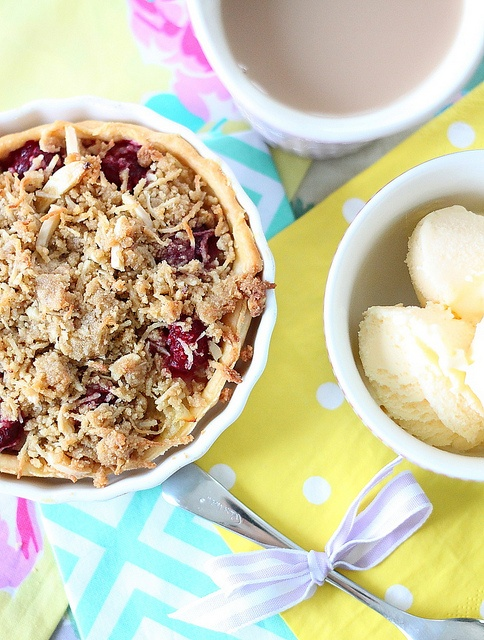 Pear and Raspberry Crumble Tart | Whets My Appetite | Pinterest