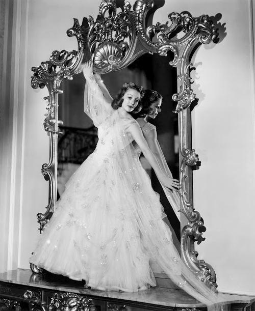 Actress Loretta Young (1913-2000), date unknown.  Via historiful