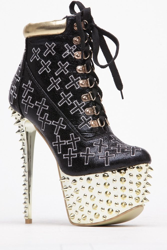 Gotta love an edgy Bootie to the max!! It features a padded insole