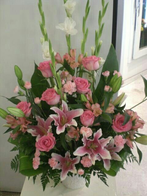 beautiful flower arrangements for valentines day