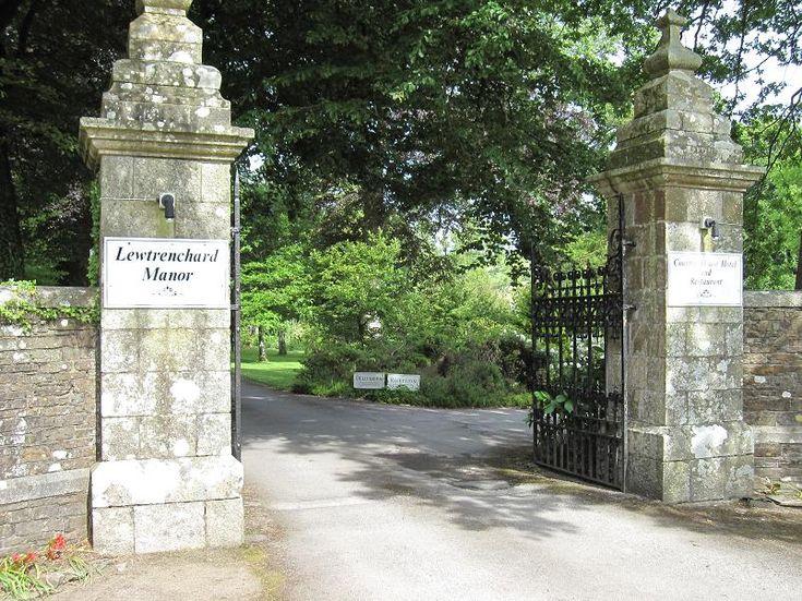Stone Driveway Entrance Pillars : Driveway entrance pillars bing images pinterest