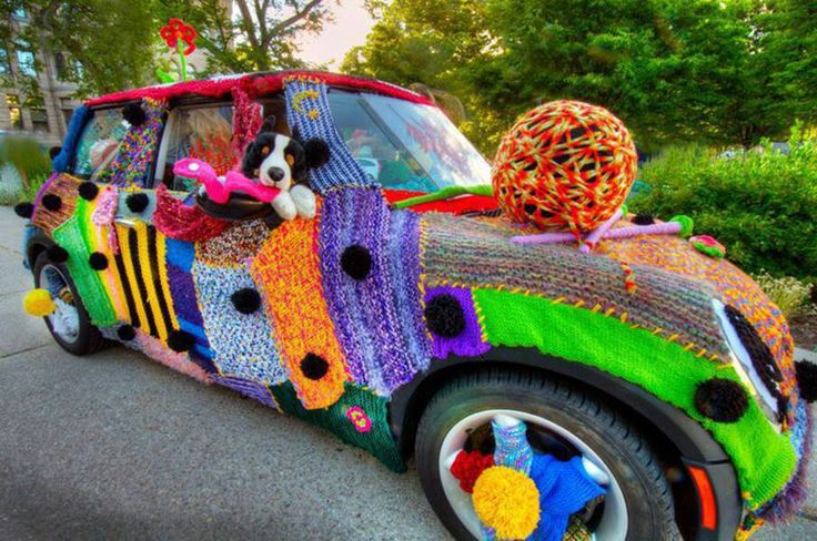 one more yarn-bombed car