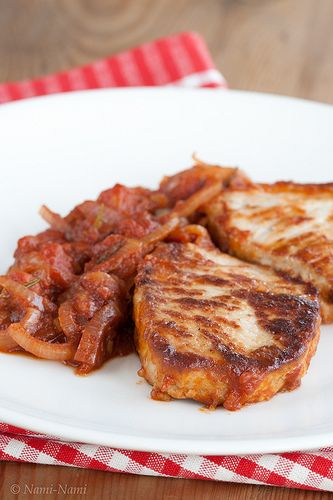 Braised pork chops with sautéed tomatoes | yumminess | Pinterest