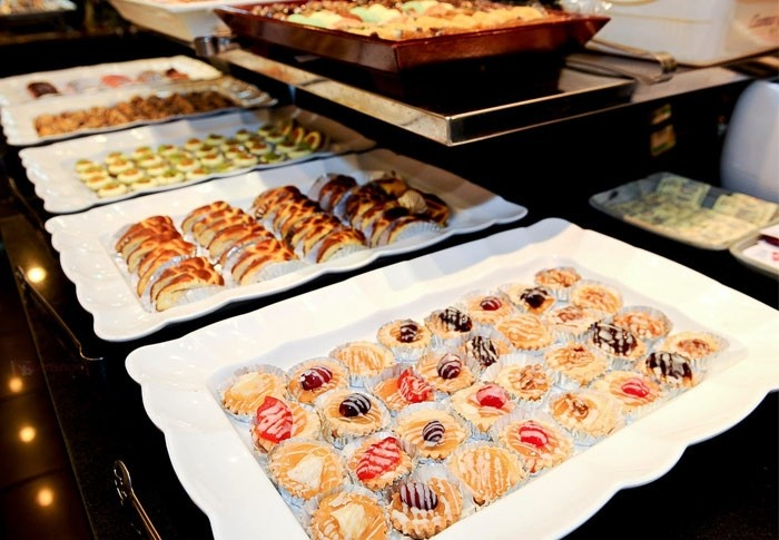 Fiesta-style dinner buffet at Makati Palace Hotel for only P299. Only ...